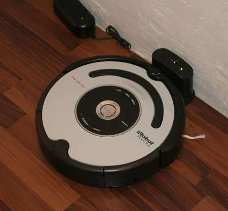 iRobot Roomba PET564: Saugroboter PET-Serie in der Ladestation
